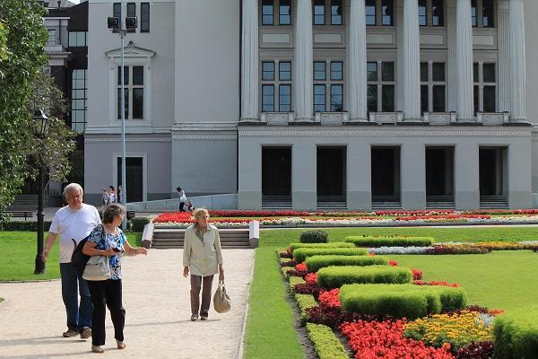 Garden next to opera house in Riga