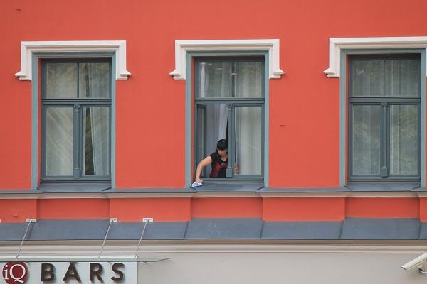 Cleaning windows in Riga