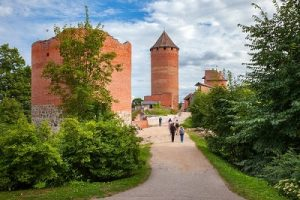 70333076 - the road to old turaida castle. sigulda, latvia.